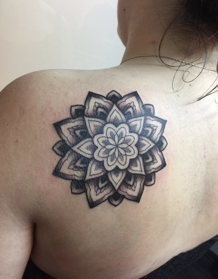 tatuaje-geometrico-en-pamplona10