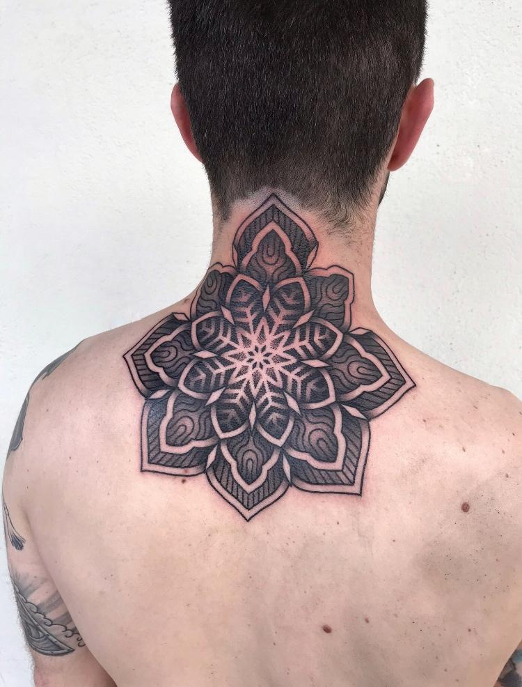 tatuaje-geometrico-en-pamplona13